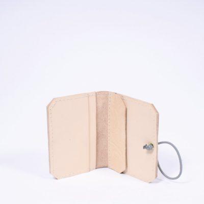 Cremefarbenes Leder-Portemonnaie